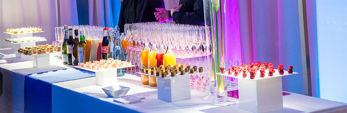 Présentation d'un buffet pour un cocktail (© Nicolas Vercellino)